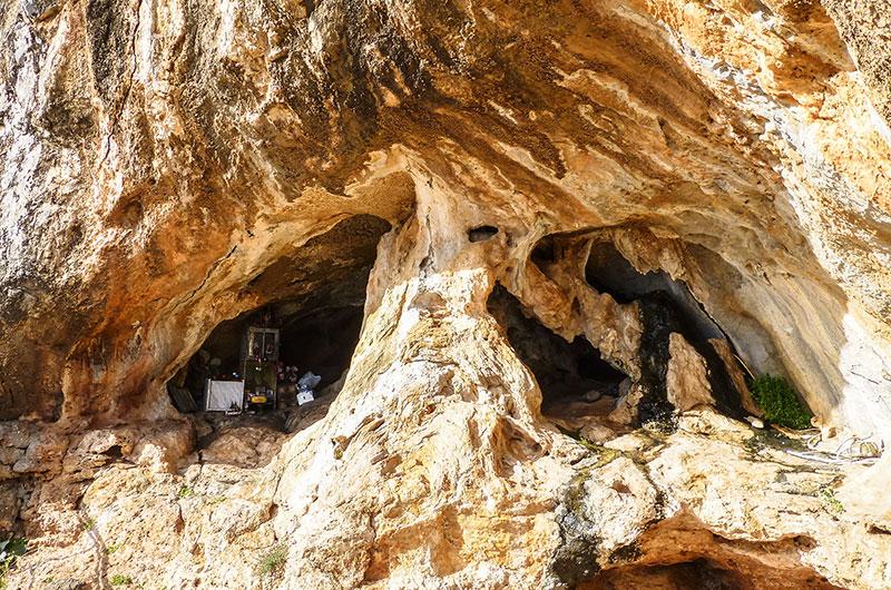 In dieser Höhle, etwas oberhalb vom Kloster Moni Kapsa, hat Gerontogiannis über zehn Jahre gelebt.