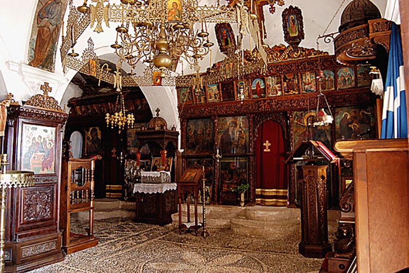 Der Mönch drückte ein Auge zu und ließ uns doch zwei Fotos machen: Hier das Innere des Katholikon.