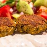 Revithokeftedes: Knusprige Greek-Style Falafel mit Joghurtdip