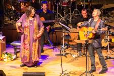 Maria Farantouri & George Dalaras: Zwei griechische Legenden besuchen München und geben ein gemeinsames Geburtstags-Konzert für Mikis Theodorakis.
