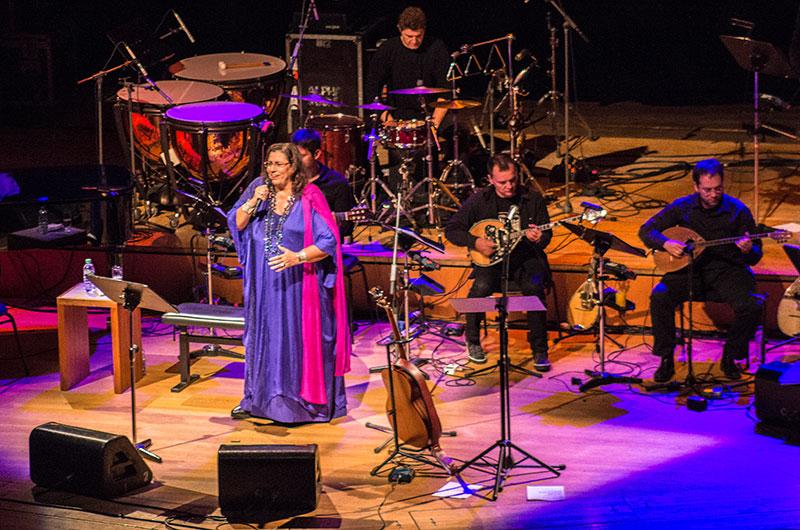 Maria Farantouri eröffnet mit nachdenklichen Worten den Konzertabend in München.