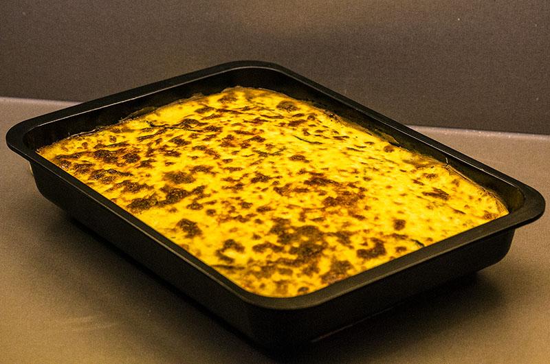 So sieht die fertige gebackene griechische Moussaka aus.