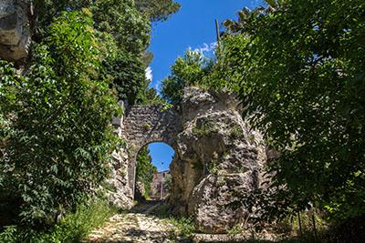 porta romana saturnia toskana italien