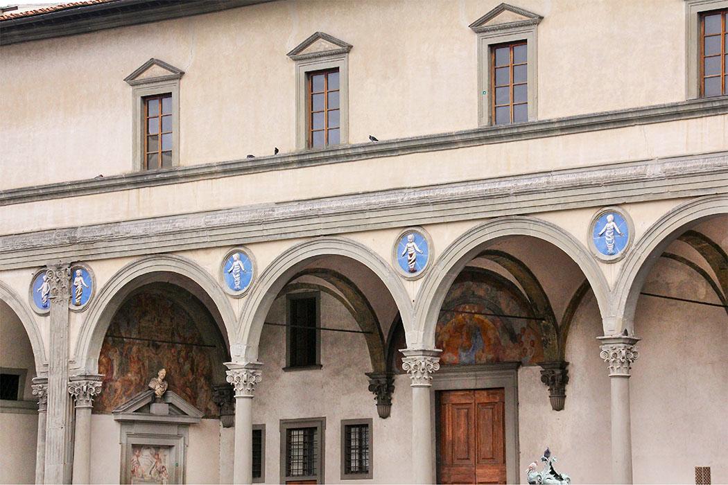 Das Waisenhaus Ospedale degli Innocenti ist mehr als ein architektonischer Meilenstein von Filippo Brunelleschi und war seine erste bedeutende Arbeit als Architekt.