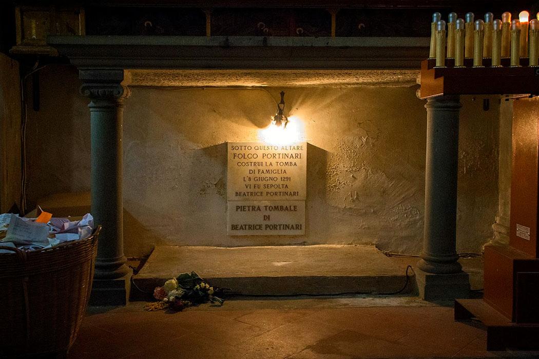 Die Kirche Santa Margherita dei Cerchi ist eine kleine Pfarrkirche im Dante-Viertel. Hier soll Dante Alighieri Beatrice Portinari begegnet sein. Neben der Gedenktafel für Beatrice steht ein Korb, stellen unerfüllt Liebende Fragen auf Papierzettleln an sie.