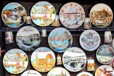 Souvenirs aus Florenz: Dom, Ponte Vecchio und Botticellis Venus sind beliebte Motive. Über 4 Millionen Besucher pro Jahr strömen durch die Altstadt. Uns zieht es in stille Ecken und in fast leere Museen.