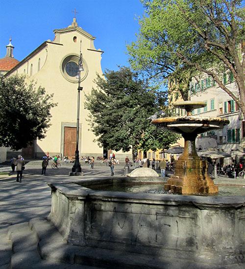 Unser Lieblingsplatz in Oltrarno - Die Piazza Santo Spirito mit der Basilika Santa Maria del Santo Spirito, nahe der Ponte Santa Trinita. Foto: David Jones, flickrr