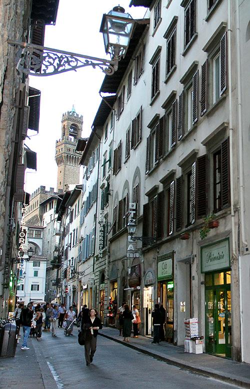 Blick durch die Via dei Neri zum Turm des Palazzo Vecchio.