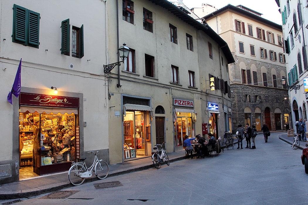Die Via dei Neri - Unser intimes Einkaufssträßchen nahe dem Palazzo Vecchio, mit kleinen Läden, alten Palazzis und viel italienischem Flair.