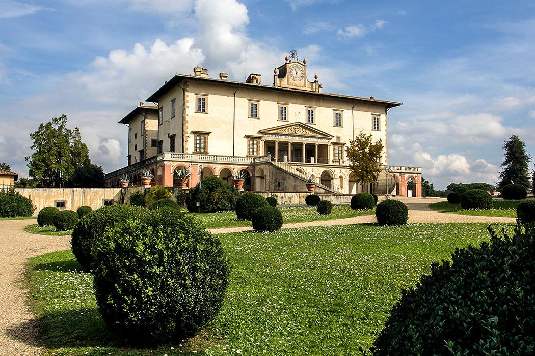 villa medici poggia a caiano panorama prato italien -Die Villa Medici in Poggio a Caiano in der Umgebung von Florenz.