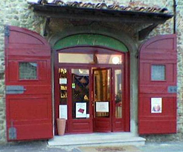 Im Bacco Goloso Shop im Borgo werden die Produkte der Fattoria di Artimino verkauft.