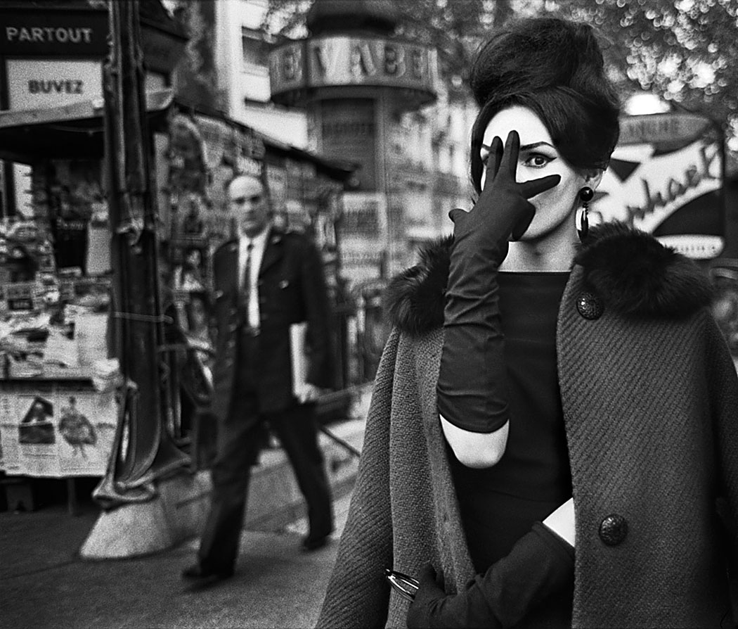 Christer Strömholm: Nana, Place Blanche, Paris 1961. Aus der Ausstellung AUGEN AUF! – 100 JAHRE LEICA-FOTOGRAFIE, © Christer Strömholm Estate,