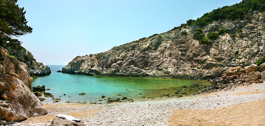 Unser kleines Paradies: Glossa Beach hat nur einen schmalen Ausgang zum offenen Meer, meist hatten wir den Strand für uns alleine.
