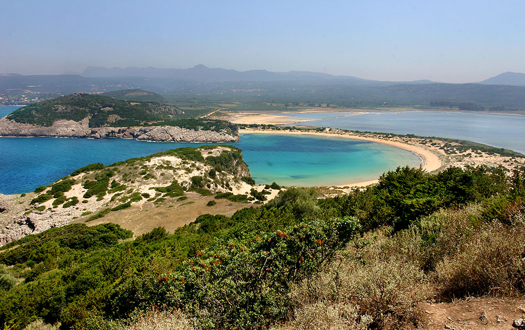 Die Voidokilia Bucht, die Ochsenbauchbucht, ist neben dem Myrtos Beach auf Kefalonia und dem Shipwreck Beach auf Zakynthos einer der bekanntesten Strände Griechenlands überhaupt.