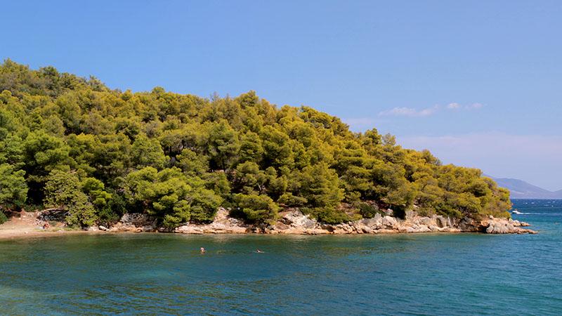 In der Bucht von Palea Epidavros locken schöne Badestrände. Für Schnorchelfans gibt es interessante Ruinen unter der Meeresoberfläche zu bestaunen. Foto: flickr, Emmanuel Eragne