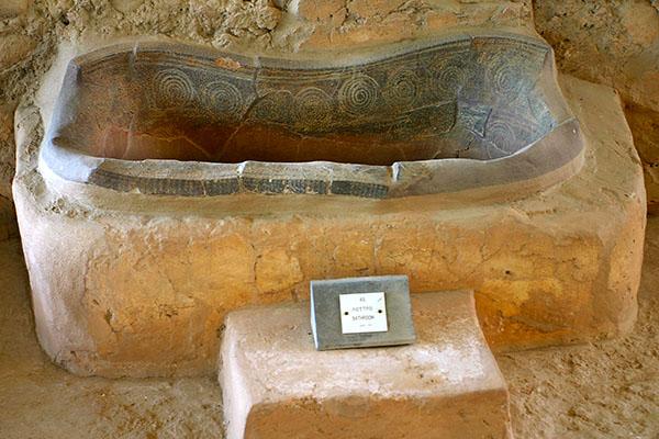 Nestorpalast bei Pylos nestorpalace pylos bath messenia greece Die Badewanne im Nestorpalast: Homer überliefert uns in der Ilias, das hier Telemach, Sohn des Odysseus, von Nestors Tochter Polykaste gebadet und eingeölt wurde.
