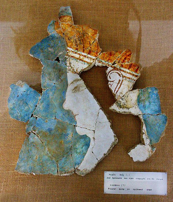 Nestorpalast bei Pylos chora archaeological museum fresco mycenean nestorpalace messenia peloponnese greece Das Freskofragment wurde im Nestorpalast entdeckt und stellt vermutlich den Kopf einer Göttin dar. Heute befindet es sich im Archäologischen Museum von Chora