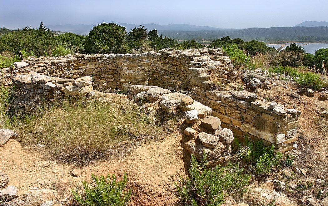 thrasymedes grave tholos romanos pylos voidokilia messenia peloponnese Das Tholosgrab des Prinzen Thrasymedes ist es einer der ältesten Gräber des griechischen Festlands. Es hat sechs Meter Durchmesser und wird auf das 16. Jhd. v. Chr. datiert.