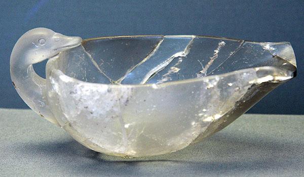 Schale aus Bergkristall in Form einer Ente aus Grab Omikron im Grabkreis B von Mykene. Foto: Zde, Wikipedia