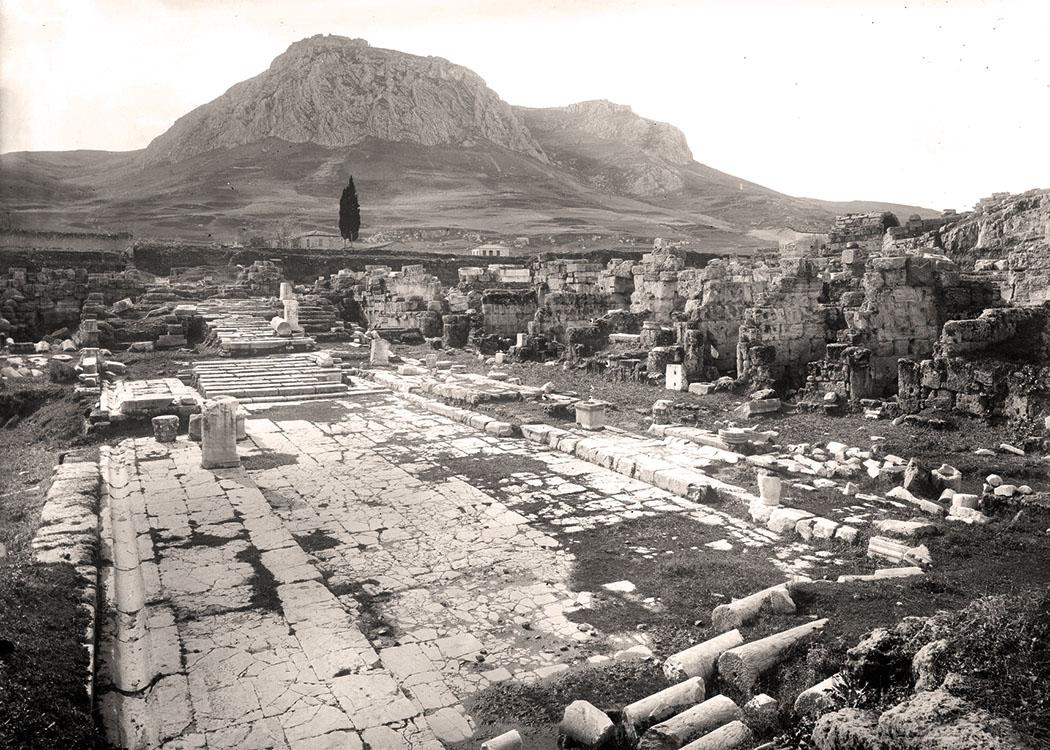 corinth-lechaion-road-excavations-1925 Die antike Lechaion Straße von Korinth in einer Fotografie aus dem Jahr 1925. Foto: ASCSA.net