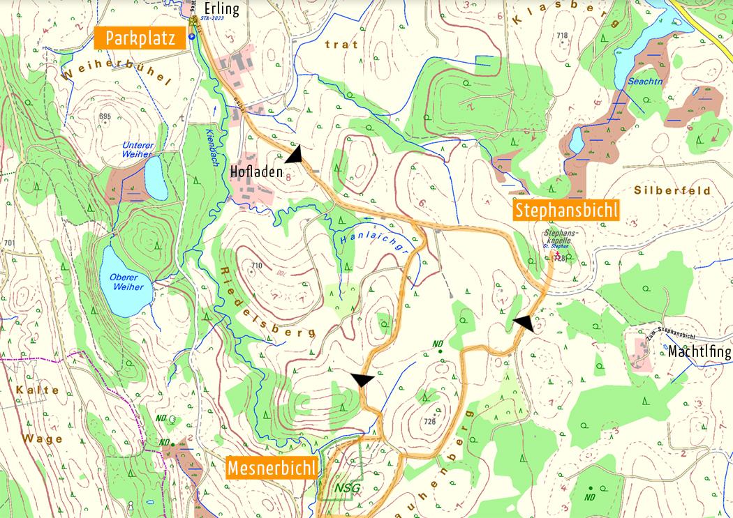 Der Orientierungsplan zeigt den Parkplatz bei Erling als Ausgangspunkt, das Naturschutzgebiet (NSG) Mesnerbichl und den Stephansbichl mit Panoramablick auf die Berge. Kartenvorlage: Bayernatlas