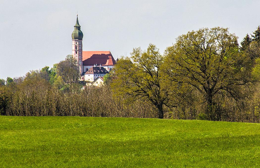 Starnberger Fünf-Seen-Land: Aussichtsreicher Rundwanderweg von Erling über das Mesner- und Stephansbichl beim Kloster Andechs.