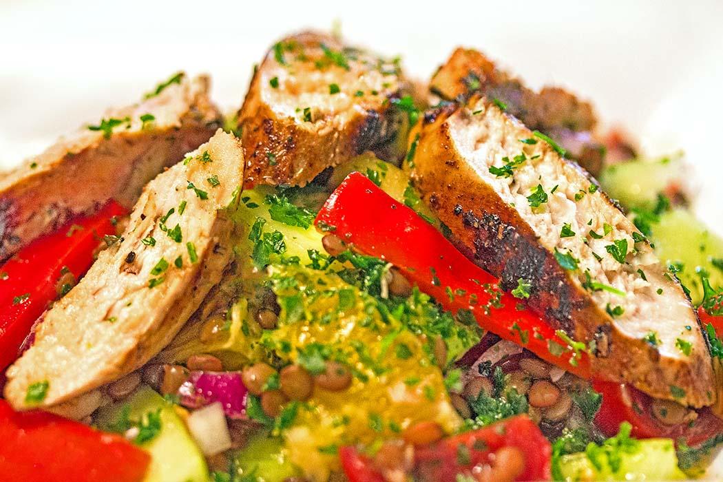 Perfektes Sommergericht: Griechischer Linsensalat mit Orangen – Fakes Salata