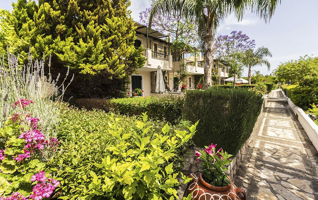Archea Epidavros sunny garden aparthotel argolis peloponnese greece Das Sunny Garden Aparthotel in Archea Epidavros.