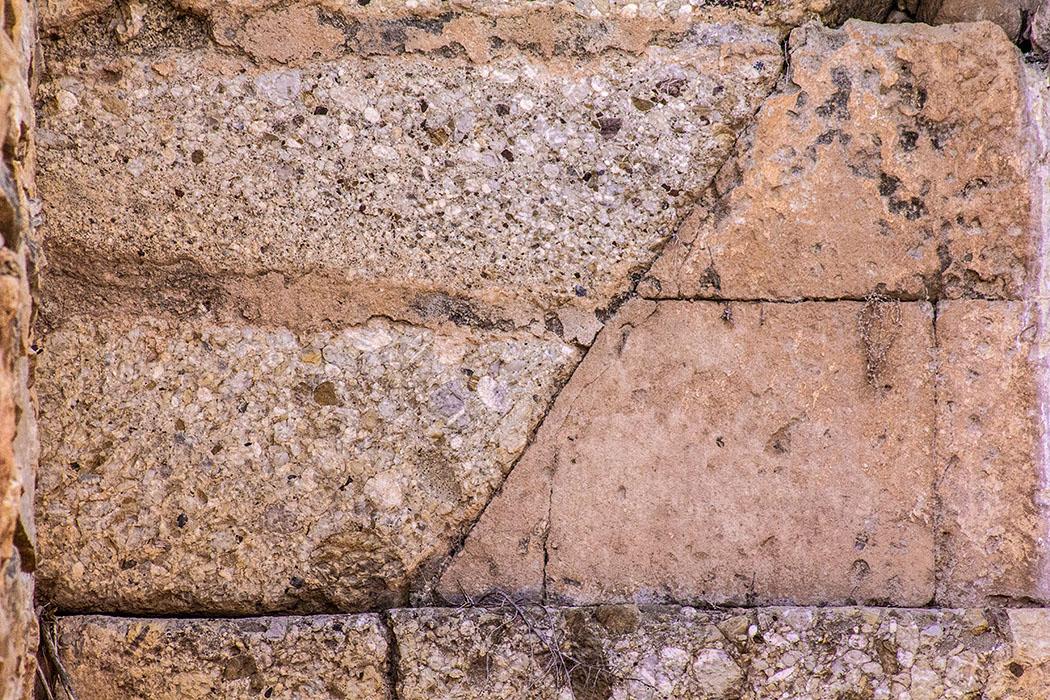 Grab der Genien: Detail des Entlastungs-Dreiecks.