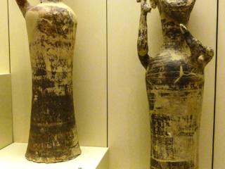 """Auf einer Drehscheibe hergestellte Götterfiguren, gefunden im """"Raum der Idole"""", 1250 bis 1180 v. Chr."""