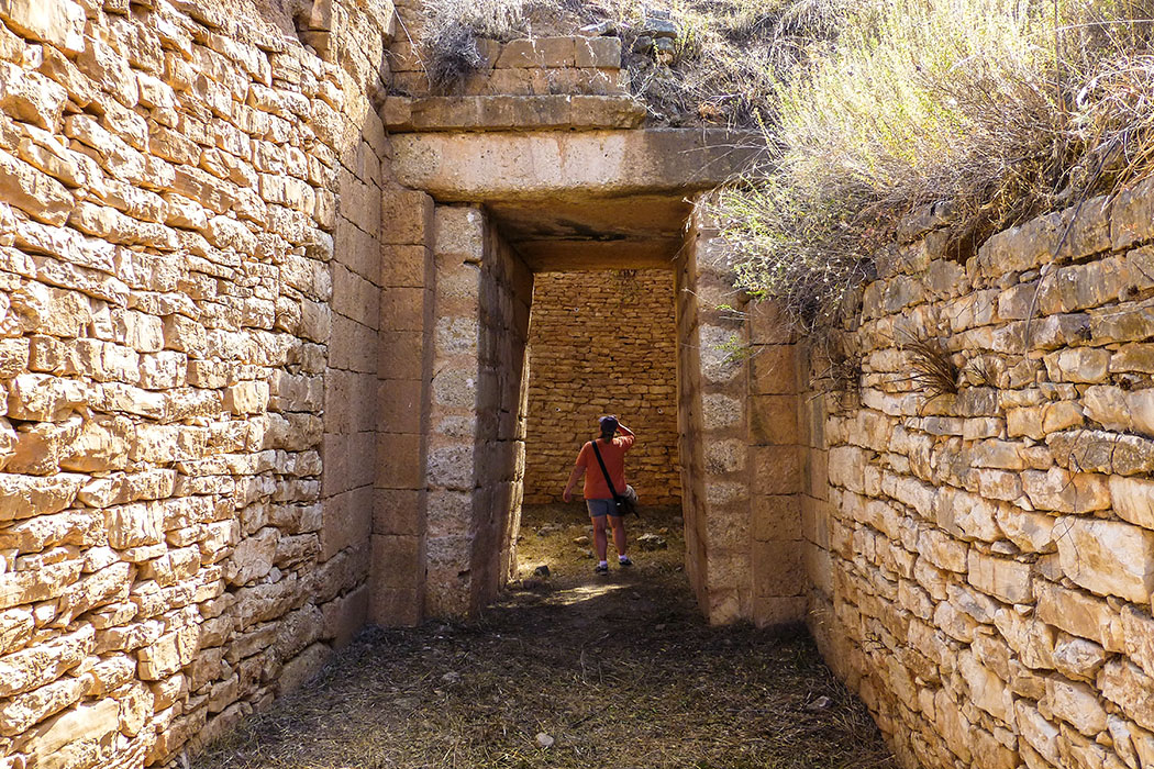Tholosgräber von Mykene Mykene Mycenae panagia tholos tomb panagitsa hill argolis peloponnes greece Da schlägt jedes Forscherherz höher. Einsame gelegene Kuppelgräber in der Umgebung der weltberühmten Burg von Mykene warten auf Besucher.