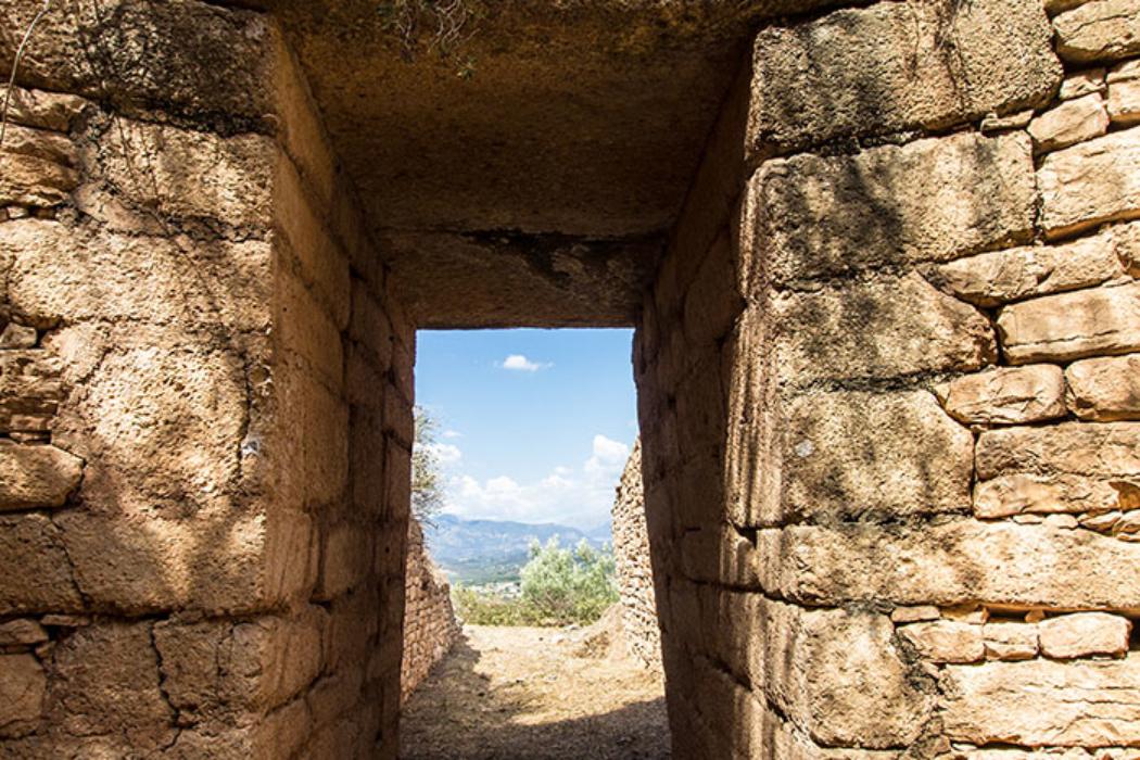 Panagia-Grab: Ein Blick hinaus zum Dromos und in die Landschaft.