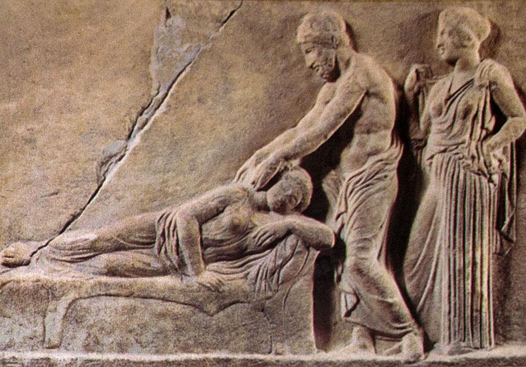 epidauros abyton relief sanctuary of asklepios argolis peloponnese greece Asklepios untersucht eine Patientin im Abaton. Hinter dem Arzt steht die Heilgöttin Hygieia. Relief aus dem 4.Jh.v.Chr.