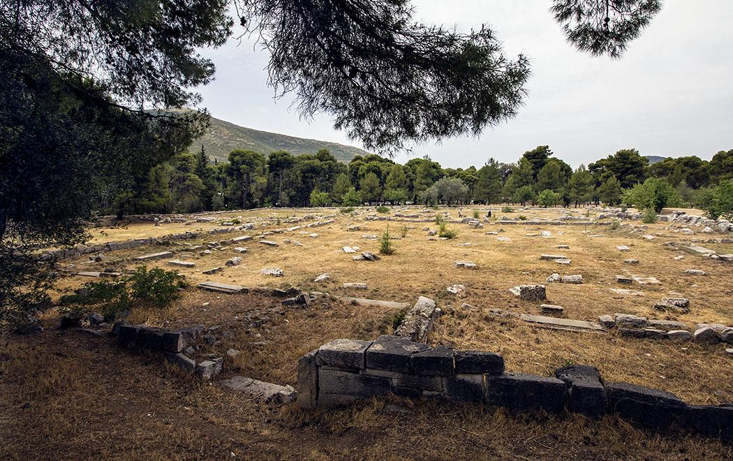 epidauros katagogeion hotel sanctuary asklepios argolis peloponnese Das Katagogeion war das Luxushotel im Heiligtum und das größte Gebäude in Epidauros.greece