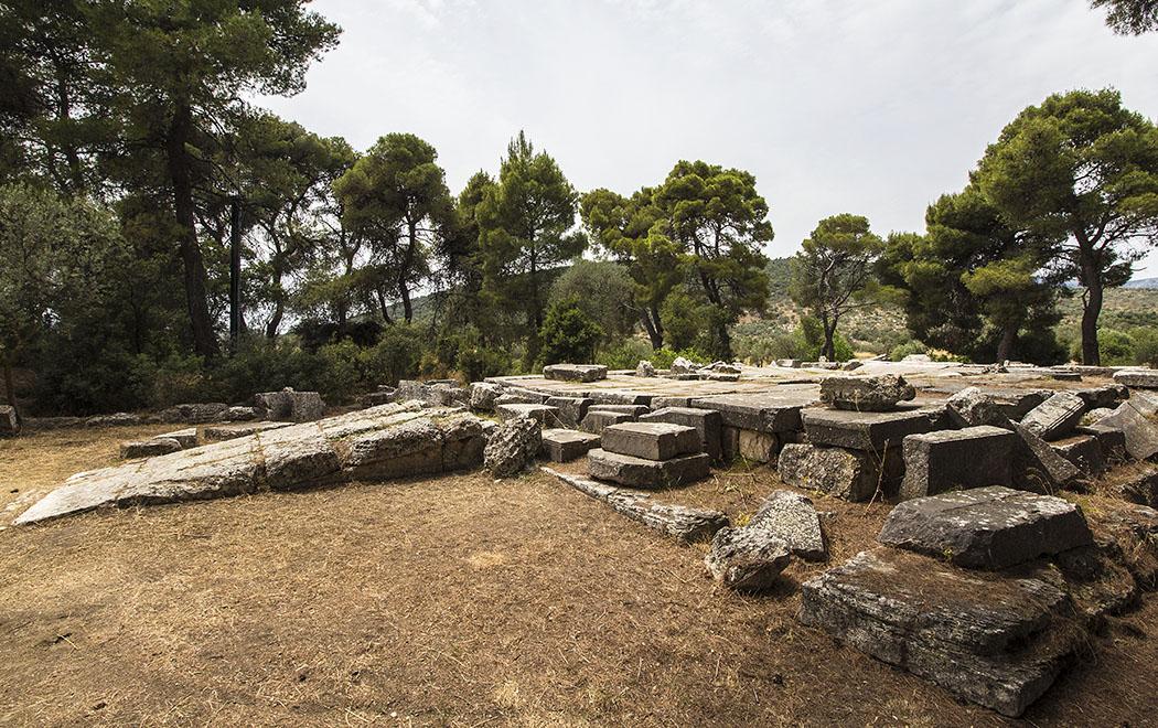 epidauros propylaen entrance sanctuary asklepios argolis peloponnese greece Der Propyläen war der Haupteingang in Kurzentrum von Epidauros und muss bei den Pilgern einen monumentalen Eindruck hinterlassen haben.