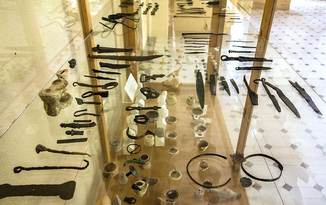 Antike Chiurgische Instrumente und Gefäße für Salben.