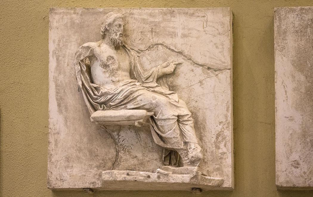 Steinrelief des Asklepios.