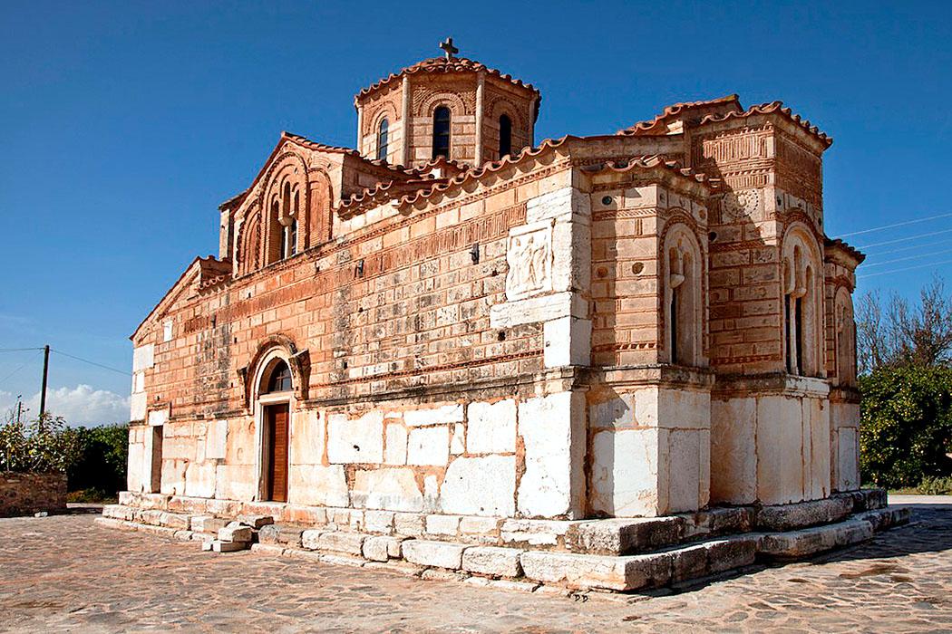 agia triada argos Kimisi Theotokou Merbaka argolis peloponnese greece Für den Bau der byzantinischen Kirche Panagia tis Bouzis in Agia Triada wurden Marmorquader, Reliefs und Ornamentfriese aus dem Heraion von Argos verwendet.