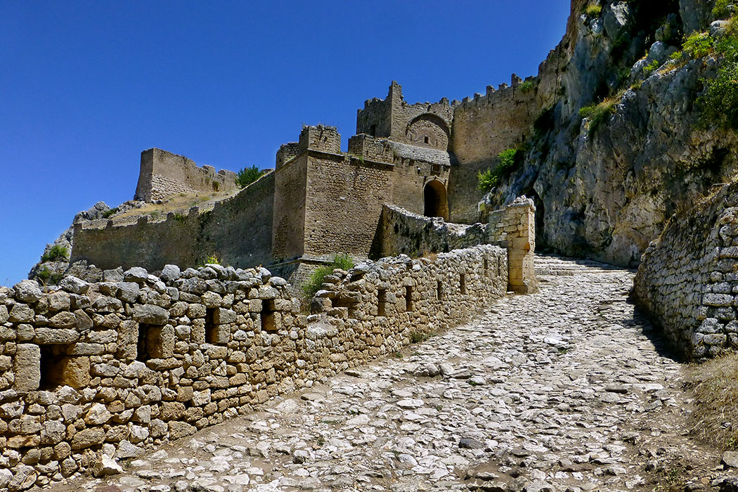 akrokorinth corinth korinthos citadel korinthia peloponnese greece ol Die Festung auf dem Akrokorinth ist eine der größten Europas. Jeder Heerführer und König der die Vorherrschaft auf dem Peloponnes anstrebte versuchte diese Burg zu erobern.