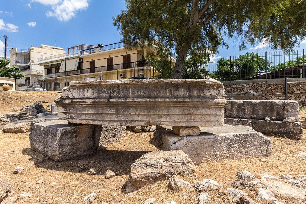 argos ancient agora nymphaion argolis peloponnes greece Die Ruine des römischen Nymphäums in der Agora von Argos, hatte die Form eines Rundtempels.