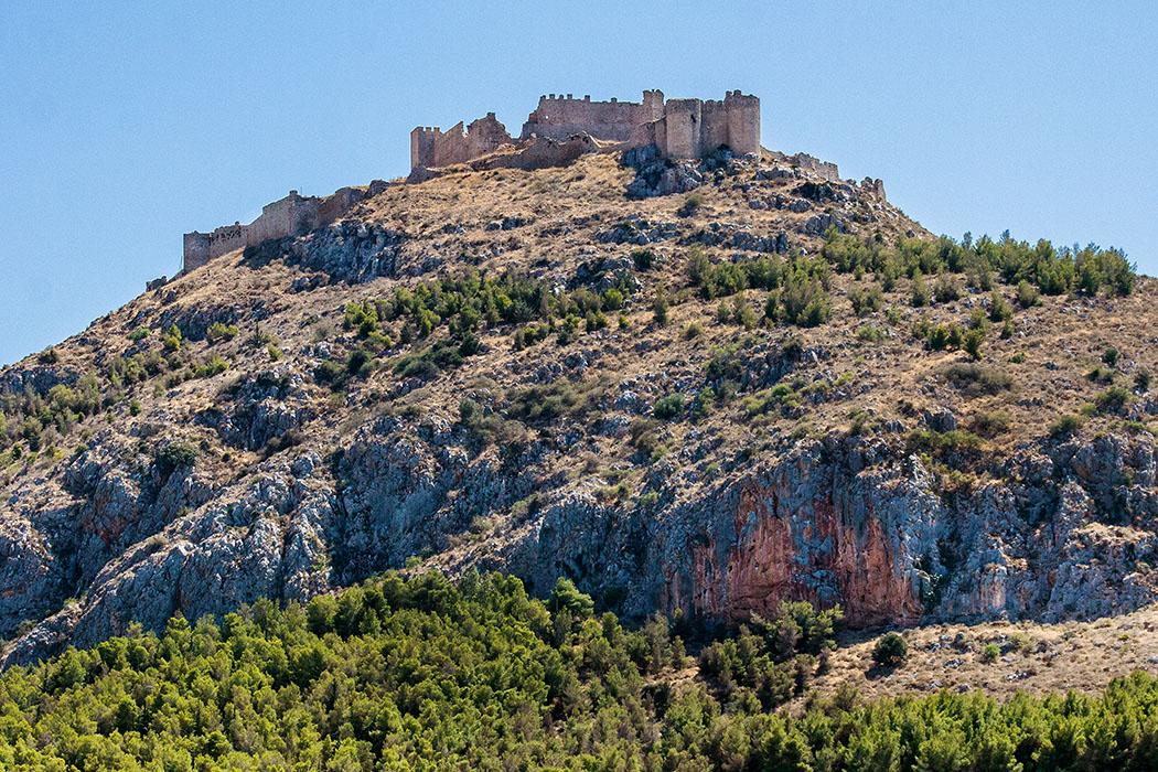 argos larissa citadel castle 01 argolis peloponnese greece Argos: Die mit ihren Mauerzügen und Türmen weithin sichtbare Festung auf der Akropolis des Larissaberges, weist antikes Mauerwerk aus dem 5. Jhd. v. Chr. auf. Einst war sie die Akropolis der mykenischen Könige von Argos.