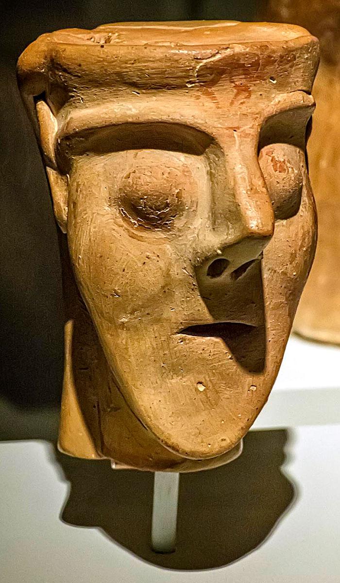 """asine lord of asine archaeological museum of nafplio argolis peloponnese greece Der Kopf dieser Statuette wird """"Lord of Asine"""" genannt, stellt vermutlich eine Göttin dar. Foto: flickr, Mary Harrsch"""