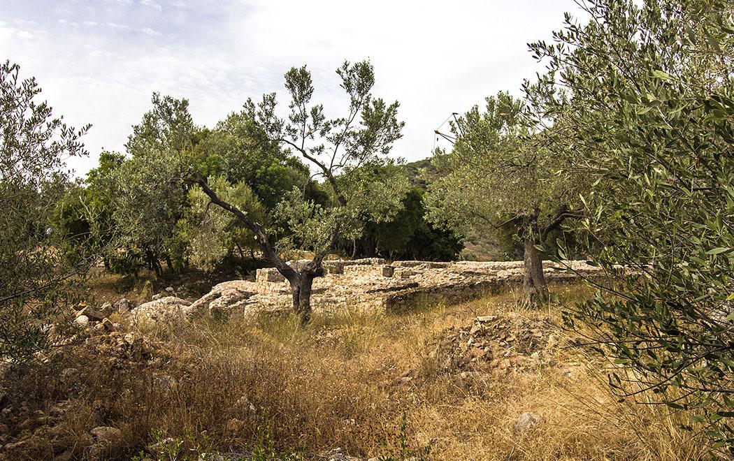 epridauros maleatas sanctuary apollon asklepios argolis pelononnese greece title Das mykenische Bergheiligtum für Apollon Maleatas liegt einsam am Abhang des Kynortion-Berges, umgeben von fast unberührter Natur.