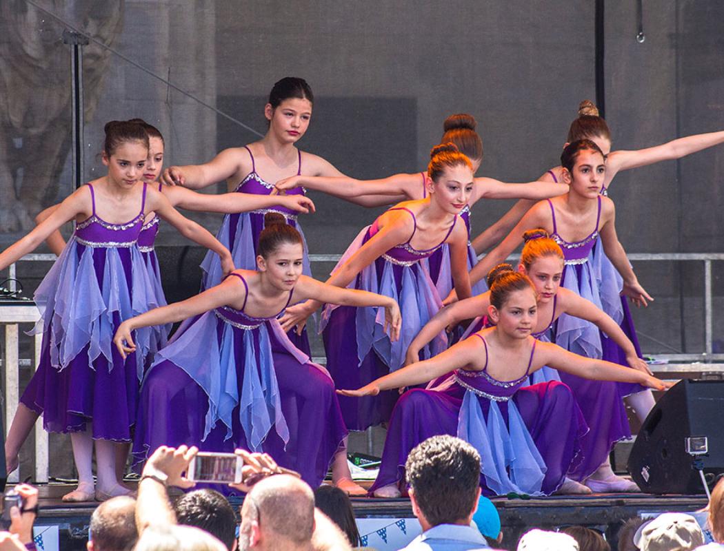 Ist die Ballettgruppe erst einmal auf der Bühne ist die Aufregung schnell verflogen.