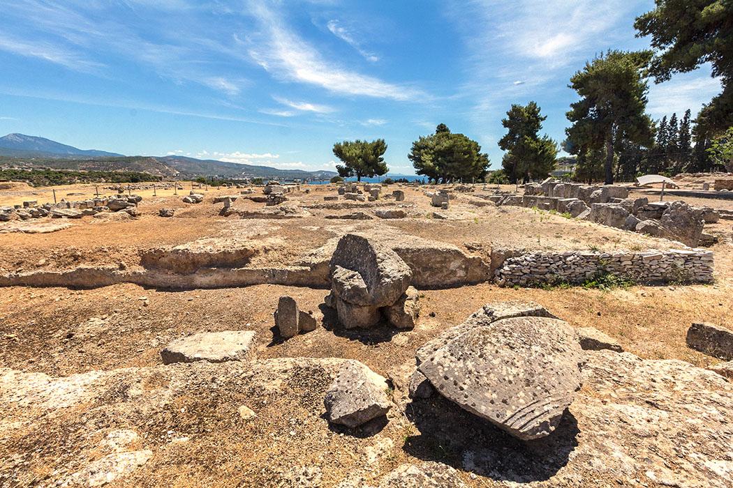 isthmia ancient temple of zeus korinthia peloponnes greece Vor dem Ringhallentempel für Poseidon in der Hafenstadt Isthmia standen schon große Persönlichkeiten: Hier wurde Alexander der Große zum Heerführer der Griechen ernannt.