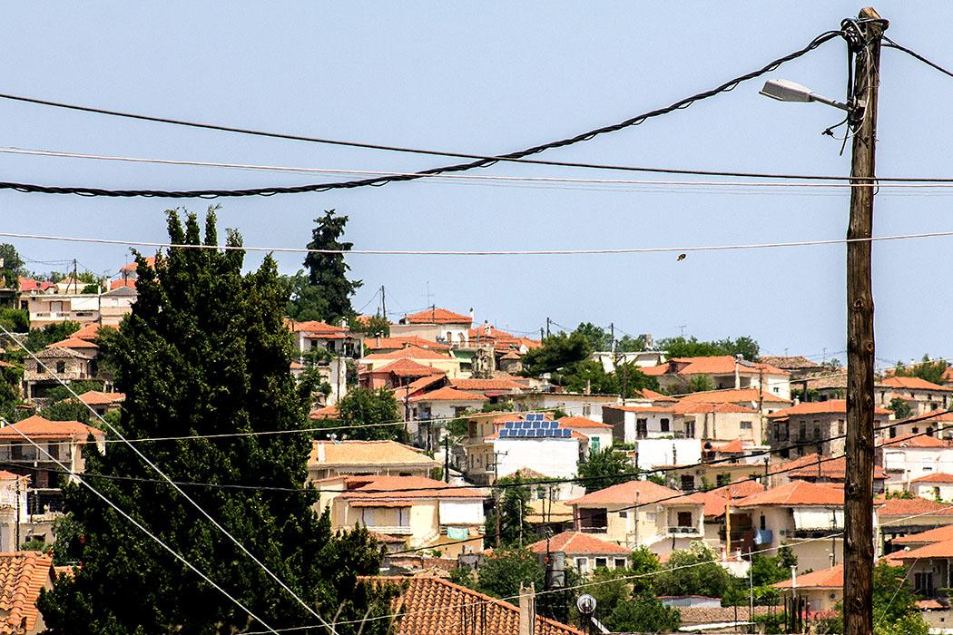 ligourio town nafplio argolis peloponnese greece ol 02 Ligourio ist eine typisch griechische Kleinstadt, nahe des berühmten Asklepiosheiligtums von Epidauros. Ihr antiker Name war Lessa, durch seine Lage an der alten Handelsstraße war der Ort vermutlich schon in der Antike ein wichtiger Warenumschlagplatz.