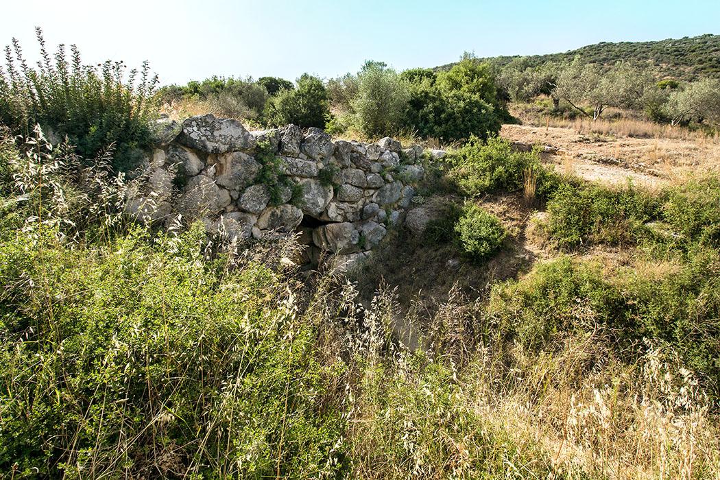 mycenean bridge arkadiko kazarma ligourio argolis peloponnes greece Die mykenische Bogenbrücke von Arkadiko wird auf etwa 1340 – 1200 v. Chr. datiert, die zugehörige Handelsstraße führte einst zum Hafen nach Archea Epidavros am Meer.
