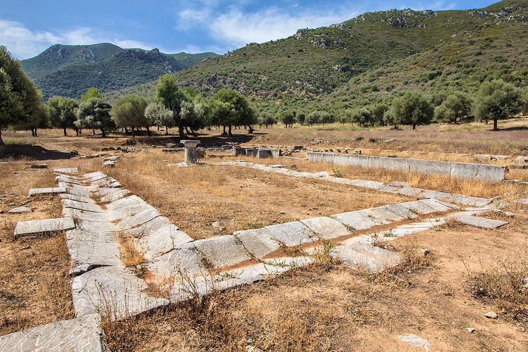 trizina troizen asklepeion attica peloponnes greece Das Asklepeion in der antiken Stadt Troizen wurde im 4. Jhd. v. Chr. angelegt und bietet eine guten Überblick über die Struktur und Funktion einer Kult- und Heilstätte.