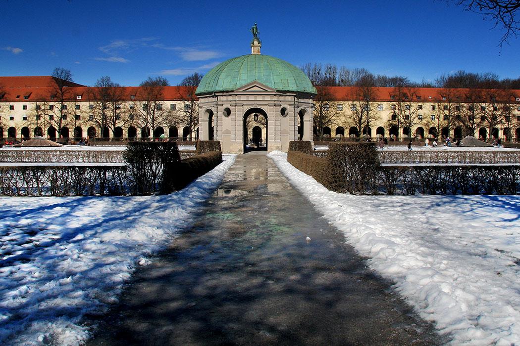 Dianatempel hofgarten muenchen residenz munich bavaria germany Der Hofgarten mit Dianatempel an einem Wintertag. Foto: Wikipedia, Grzegorz Jereczek
