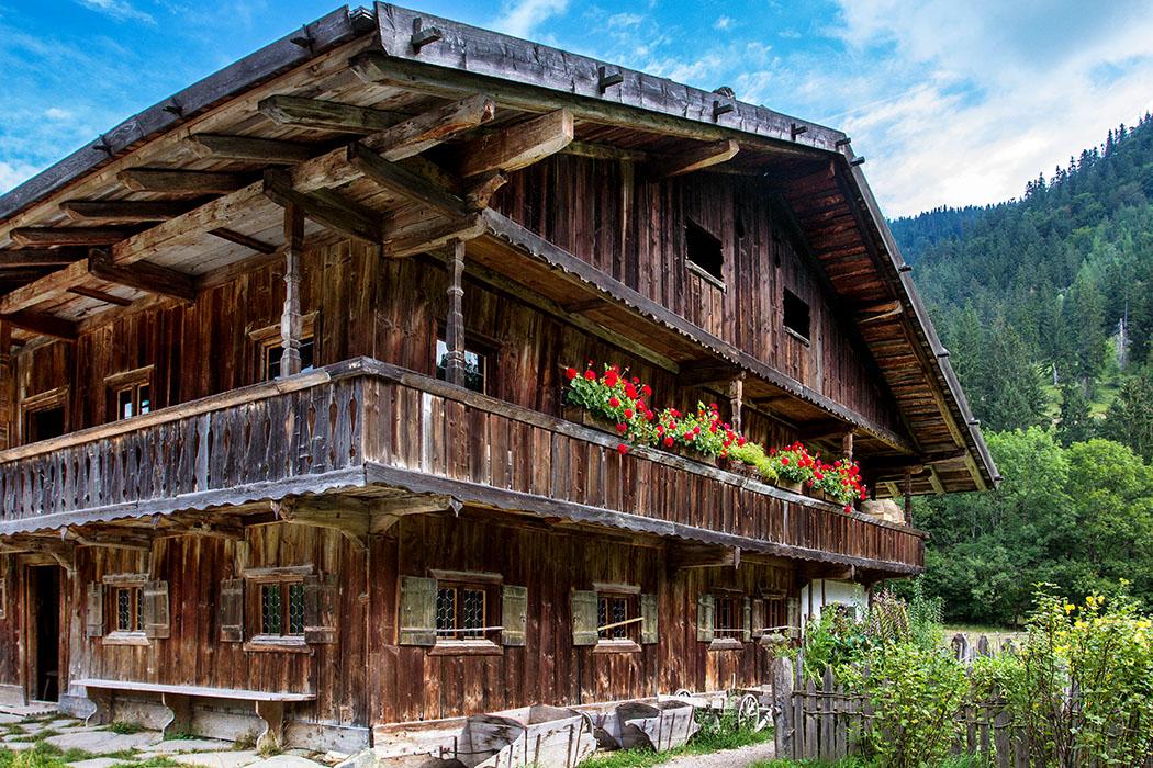 Der Lukashof ist ein Bauernhof aus Finsterwald bei Gmund am Tegernsee, sein Erhaltungszustand entspricht etwa der Zeit um 1700.